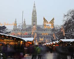 15.12.2010, Innere Stadt, Wien, AUT,  Wien Feature, im Bild Weihnachtsmarkt / Christkindlmarkt vor dem Rathaus im ersten Wiener Gemeindebezirk// EXPA Pictures © 2010, PhotoCredit: EXPA/ M. Gruber