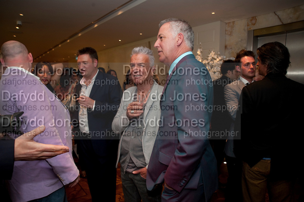 NICKY HASLAM; MICHAEL BARRYMORE, Book launch party for the paperback of Nicky Haslam's book 'Sheer Opulence', at The Westbury Hotel. London. 21 April 2010 *** Local Caption *** -DO NOT ARCHIVE-© Copyright Photograph by Dafydd Jones. 248 Clapham Rd. London SW9 0PZ. Tel 0207 820 0771. www.dafjones.com.<br /> NICKY HASLAM; MICHAEL BARRYMORE, Book launch party for the paperback of Nicky Haslam's book 'Sheer Opulence', at The Westbury Hotel. London. 21 April 2010