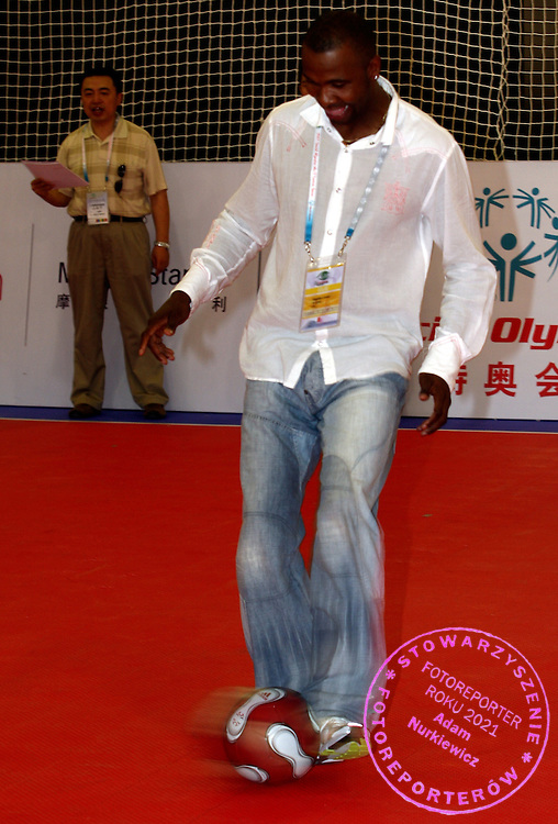 FORMER PREMIERSHIP'S LEEDS & NATIONAL TEAM KING OF SOUTH AFRICA SOCCER PLAYER RADEBE LUCAS (KSA) DURING SPORT EXPERIENCE INCLUDING SPECIAL OLYMPICS WORLD SUMMER GAMES SHANGHAI 2007..SPECIAL OLYMPICS IS AN INTERNATIONAL ORGANIZATION DEDICATED TO EMPOWERING INDIVIDUALS WITH INTELLECTUAL DISABILITIES..SHANGHAI , CHINA , OCTOBER 01, 2007.( PHOTO BY ADAM NURKIEWICZ / MEDIASPORT )..