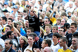 Derby fans thank Derby County's Robbie Savage who played his last game at Pride Park before retiring from football - Photo mandatory by-line: Joe Meredith/JMP - 30/04/2011 - SPORT - FOOTBALL - Championship - Derby County v Bristol City  - Pride Park, Derby, England