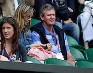 Wimbledon Championships 2011, AELTC,London,.ITF Grand Slam Tennis Tournament . ex Tennis Profi und Wimbledon Finalist Kevin Curran auf der Tribuene als Zuschauer,Querformat,Feature,