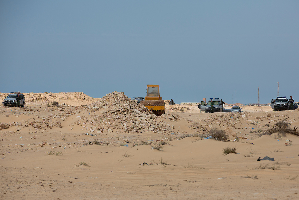 Western sahara/Guerguerat 2016-10-17<br /> A Moroccan bulldozer and Moroccan forces can be seen in this image. The contested road construction was blocked and stopped on August 28th. For the first time since 1991, Polisario and Moroccan forces are standing less than 150 meters apart