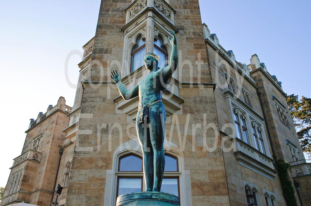 Skulptur, Schloss Eckberg, Dresden, Sachsen, Deutschland.|.Schloss Eckberg, sculpture, Dresden, Germany