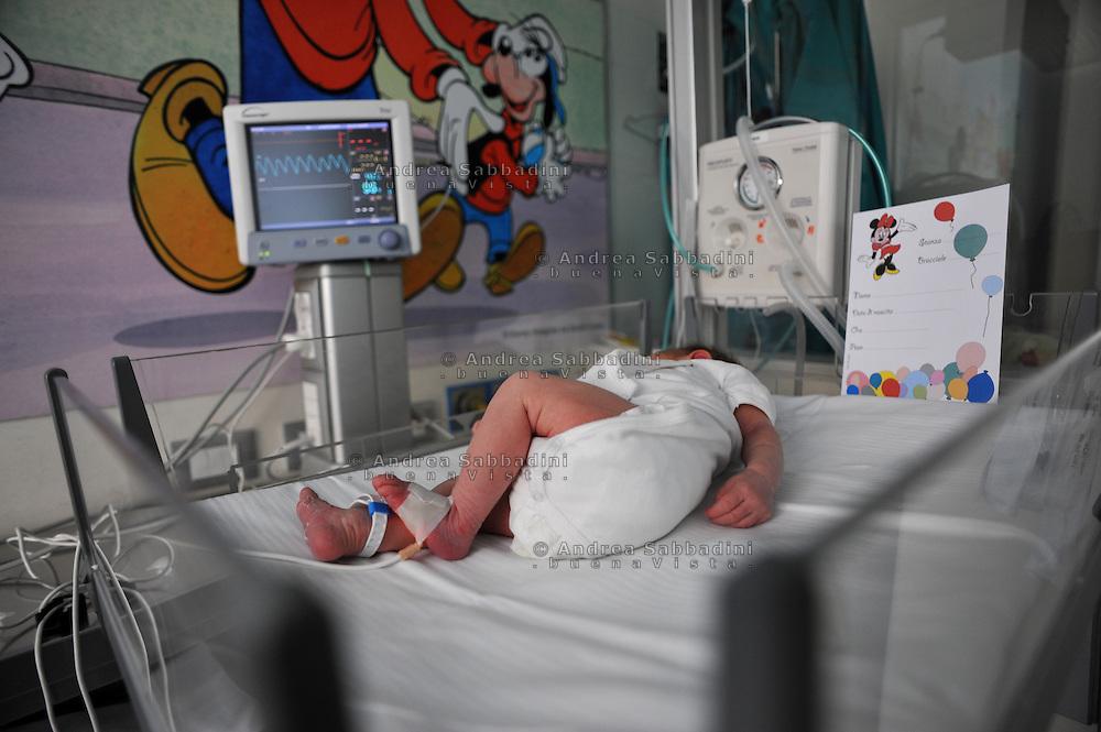 Roma, 03/06/2010: Nido del reparto maternità, clinica Fabia Mater - Nursery, Fabia Mater Hospital