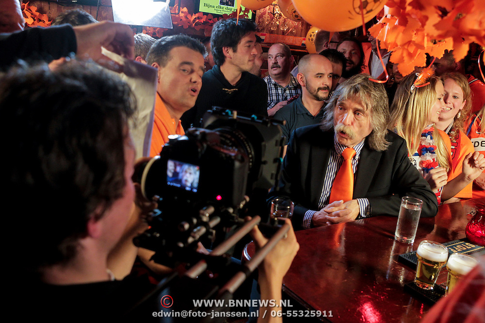 NLD/Amsterdam/20120425 - Clip opname cafe Amsterdam woor EK CD Johan Derksen en Wilfred Genee,