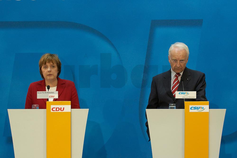 02 APR 2004, BERLIN/GERMANY:<br /> Angela Merkel (L), CDU Bundesvorsitzende, und Edmund Stoiber (R), CSU, Ministerpraesident Bayern, waehrend einem Pressestatement zu dem vorangegangenem europapolitischen Spitzengespraech von CDU und CSU, Konrad-Adenauer-Haus<br /> IMAGE: 20040402-02-003<br /> KEYWORDS: Ministerpr&auml;sident, CDU Bundesgeschaeftsstelle