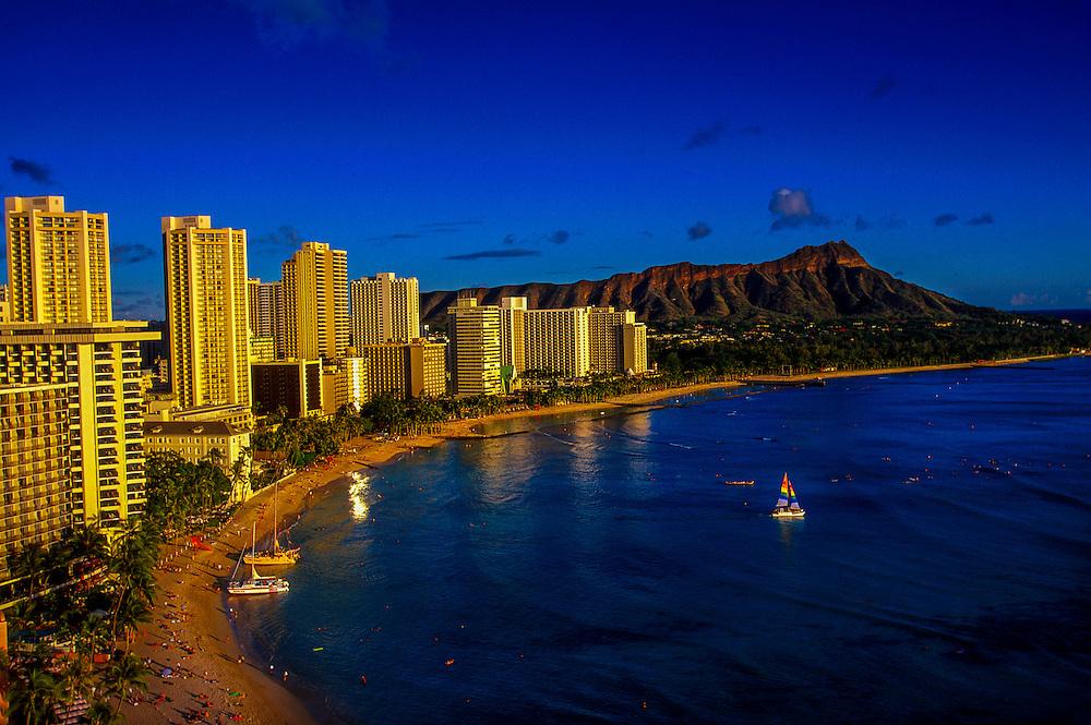 Waikiki Beach with Diamond Head crater on the right, Honolulu, Oahu, Hawaii USA