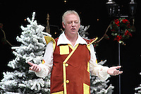 Les Dennis First Family Entertainment Pantomime photocall, Piccadilly Theatre, London UK, 26 November 2010: piQtured Sales: Ian@Piqtured.com +44(0)791 626 2580 (picture by Richard Goldschmidt)