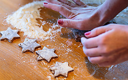 THEMENBILD - eine Frau knetet Lebkuchenteig, aufgenommen am 03. Dezember 2017, Kaprun, Österreich // a woman kneads gingerbread dough on 2017/12/03, Kaprun, Austria. EXPA Pictures © 2017, PhotoCredit: EXPA/ JFK