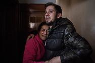 Noemi Gonzalez Cano y su esposo Ruben Manzano Gomez se abrazan asustados ante la llegada de la policia para deshauciarles de su piso. <br /> Noemi, de 29 anos, y Ruben, de 28, tienen 3 hijos y sobrevivian con un sueldo de 400 euros del trabajo de limpiadora de Noemi. Ellos ocuparon un piso vacio propiedad del banco Bankia  y trataron de negociar el pago de un alquiler. Pero el banco pidio su desahucio.
