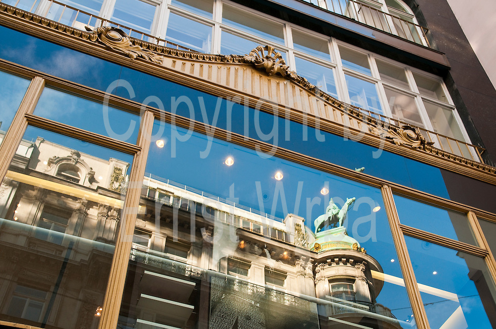 Ladenfassade im Kohlmarkt, Wien, Österreich.|.shop front in Kohlmarkt, Vienna, Austria