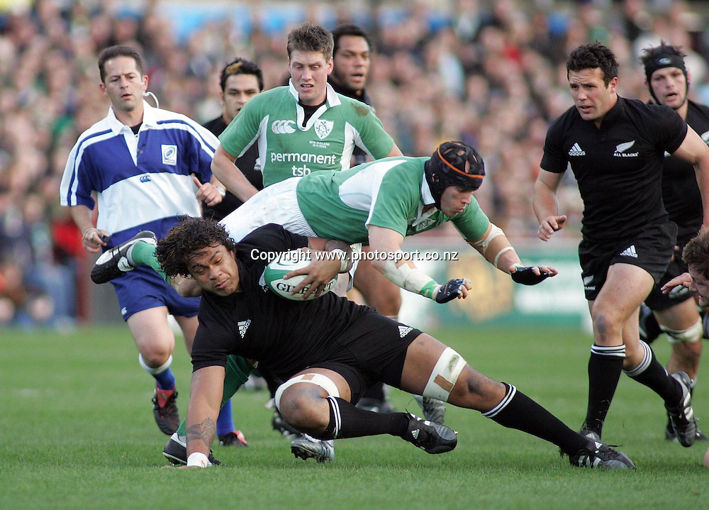 All Black Sione Lauaki in action during the test match vs Ireland at Landsdowne Road, Dublin, Saturday 12 November 2005. The All Blacks won the match  Photo: Paul Thomas/Photosport.<br />