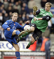 Fotball<br /> FA-cup 2005<br /> 5. runde<br /> Bolton v Arsenal<br /> 12. mars 2005<br /> Foto: Digitalsport<br /> NORWAY ONLY<br /> Bolton's Jussi Jaaskerlainen saves from Arsenal's Dennis Bergkamp in the dying minutes of the game