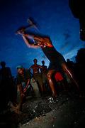 Itapecuru-Mirim, 30 de Maio de 2008...Moradores da comunidade de Santa Rosa, municipio de Itapecuru-Mirim (MA) abrem uma vala na BR 135 KM 89, unico acesso a capital Sao Luis, em protesto contra o atropelamento, momentos antes, da garota Cluadiane Cabral Sales (10 anos). Ela foi atropelada as 16:00 ao sair da escola, e o motorista fugiu sem prestar socorro...Leo Drumond / Agencia Nitro
