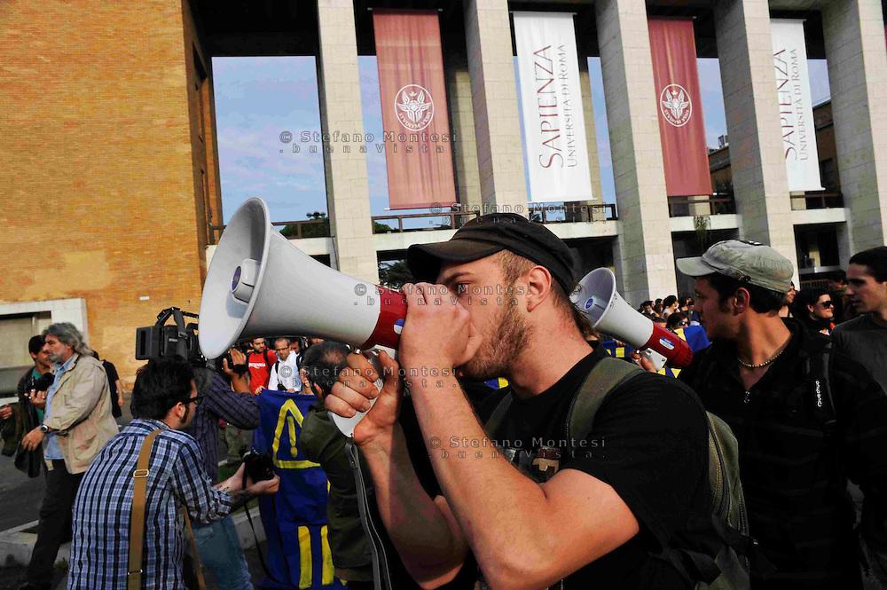 Roma 24 Ottobre 2008.Manifestazione degli studenti universitari contro la riforma Gelmini.Rome 24 October 2008 .Demonstration against the reform Gelmini of university students