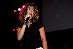 10-05-2008 VOLLEYBAL: DELA MEIDENDAG: APELDOORN<br /> Zo n 1500 meisjes woonden de teampresentatie van het Nederlands vrouwenvolleybalteam bij. De DELA meidendag werd weer een groot succes / Idols zangeres Nikki<br /> ©2008-WWW.FOTOHOOGENDOORN.NL