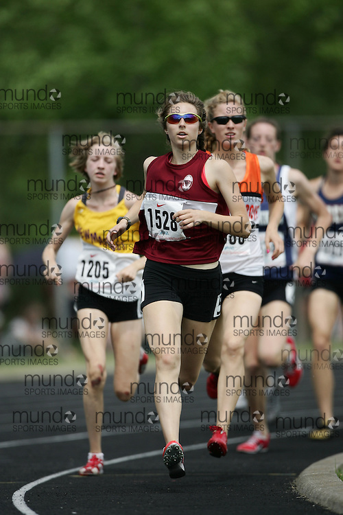 Hamilton, Ontario ---07/06/08--- Caileigh Glenn of Sacred Heart in Newmarket competes in the 800 meters at the 2008 OFSAA Track and Field meet in Hamilton, Ontario..GEOFF ROBINS