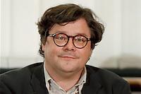 15.12.1998, Deutschland/Bonn:<br /> Reinhard Bütikofer, politischer Geschäftsführer B90/Grüne,während einer Pressekonferenz zur konstituierenden Sitzung, Haus der Geschichte, Bonn <br /> IMAGE: 19981215-03/01-05<br />   <br />  <br />  <br /> KEYWORDS: Reinhard Buetikofer