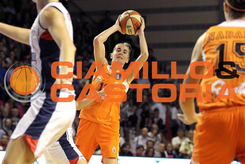 DESCRIZIONE : Schio LBF Playoff Finale Gara 3 Cras Basket Taranto Famila Wuber Schio<br /> GIOCATORE : Raffaella Masciadri<br /> CATEGORIA : palleggio<br /> SQUADRA : Famila Wuber Schio<br /> EVENTO : Campionato Lega Basket Femminile A1 2011-2012<br /> GARA : Cras Basket Taranto Famila Wuber Schio<br /> DATA : 08/05/2012<br /> SPORT : Pallacanestro <br /> AUTORE : Agenzia Ciamillo-Castoria/C.De Massis<br /> Galleria : Lega Basket Femminile 2011-2012<br /> Fotonotizia : Schio LBF Playoff Finale Gara 3 Cras Basket Taranto Famila Wuber Schio<br /> Predefinita :
