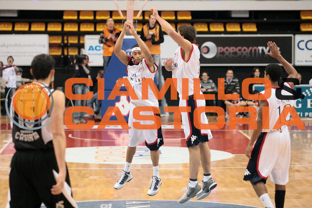 DESCRIZIONE : Biella Lega A 2010-11 Angelico Biella Pepsi Caserta<br /> GIOCATORE : A J Slaughter Goran Suton<br /> SQUADRA : Angelico Biella<br /> EVENTO : Campionato Lega A 2010-2011<br /> GARA : Angelico Biella Pepsi Caserta<br /> DATA : 23/01/2011<br /> CATEGORIA : Esultanza<br /> SPORT : Pallacanestro<br /> AUTORE : Agenzia Ciamillo-Castoria/S.Ceretti<br /> Galleria : Lega Basket A 2010-2011<br /> Fotonotizia : Biella Lega A 2010-11 Angelico Biella Pepsi Caserta<br /> Predefinita :
