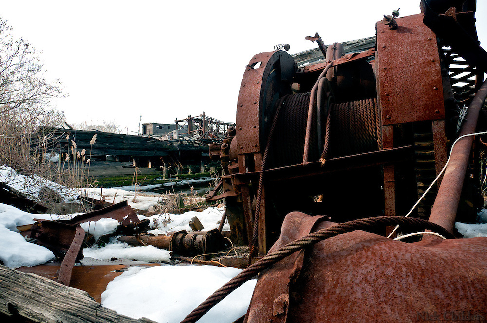 Rossville, Staten Island 2011<br /> <br /> The East-Coast's biggest boat graveyard<br /> <br /> READ FEATURE-ARTICLE HERE:<br /> https://nickchilders.wordpress.com/2011/03/23/secrets-of-new-york-staten-islands-boat-graveyard/