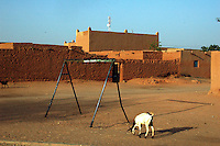 Niger,Agadez,2007. A street scene near Mohammad Ixa's family home. Early morning and late afternoons are the best time to enjoy the hottest time of year.