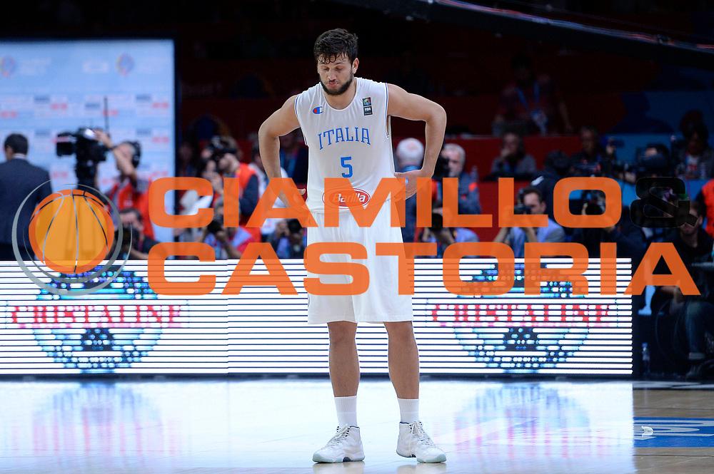 DESCRIZIONE : Lille Eurobasket 2015 Quarti di Finale Quarter Finals Lituania Italia Lithuania Italy<br /> GIOCATORE : Alessandro Gentile<br /> CATEGORIA : delusione<br /> SQUADRA : Italia Italy<br /> EVENTO : Eurobasket 2015 <br /> GARA : Lituania Italia Lithuania Italy<br /> DATA : 16/09/2015 <br /> SPORT : Pallacanestro <br /> AUTORE : Agenzia Ciamillo-Castoria/Max.Ceretti<br /> Galleria : Eurobasket 2015 <br /> Fotonotizia : Lille Eurobasket 2015 Quarti di Finale Quarter Finals Lituania Italia Lithuania Italy