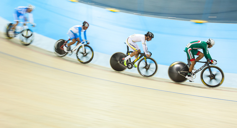 Ignacio Prado (R) of Mexico and Fernando Gaviria Rendon of Colombia lead a pack of riders in the men's cycling omnium points race at the 2015 Pan American Games in Toronto, Canada, July 17,  2015.  AFP PHOTO/GEOFF ROBINS