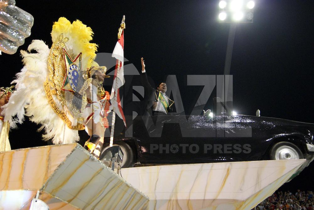 SÃO PAULO, SP, 13 DE JANEIRO DE 2010 - CARNAVAL 2010 SP / TOM MAIOR - Desfile das escolas de samba de São Paulo do grupo especial, a segunda escola entrar na avenida no segundo dia de desfiles é a Tom Maior que traz no enredo Brasília, do sonho a .realidade... Uma homenagem de São Paulo aos 50 anos da capital do Brasil. No Sambódromo do Anhembi na região norte da capital paulista. (FOTO: VANESSA CARVALHO / NEWS FREE).