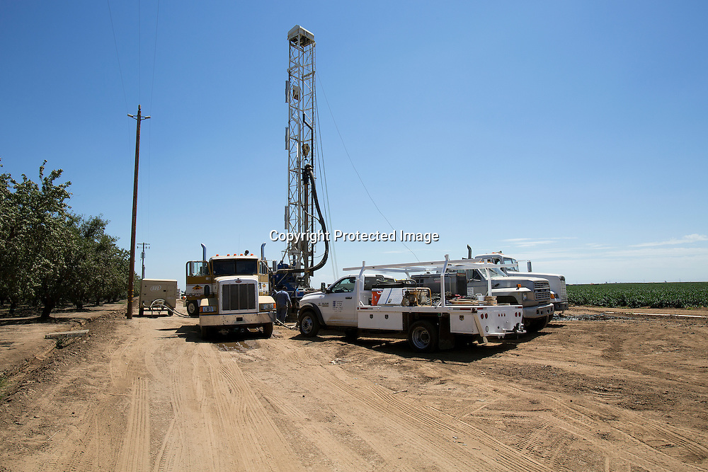 Drilling for underground water in Merced County, Northern California due to the state's four years drought. Personnel drilled over 900 feet deep to find water.