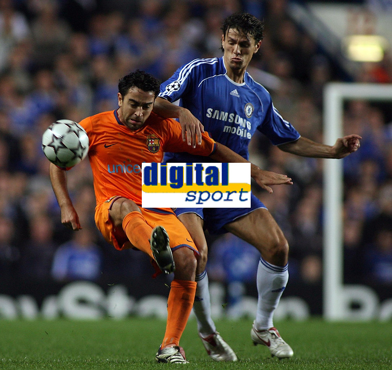 Photo: Paul Thomas.<br /> Chelsea v Barcelona. UEFA Champions League, Group A. 18/10/2006.<br /> <br /> Deco (L) of Barcelona and Khalid Boulahrouz go for the ball.