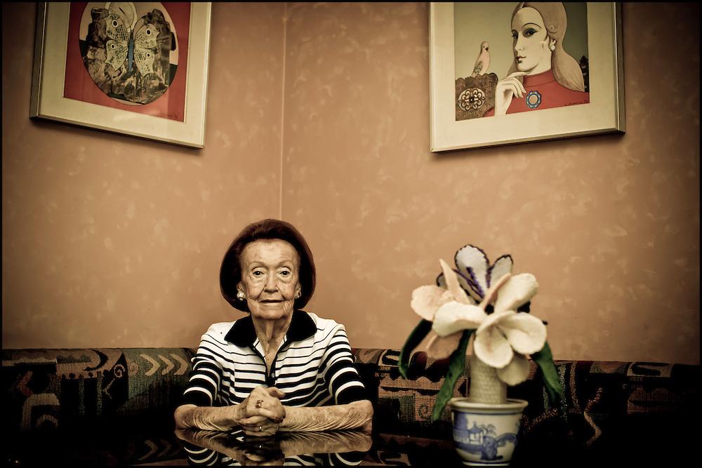 PORTRAITS OF SURVIVORS AND IMMIGRANTS <br /> Sobreviviente del Holocausto / Holocaust Survivor<br /> Photography by Aaron Sosa<br /> Caracas - Venezuela 2010<br /> (Copyright © Aaron Sosa)