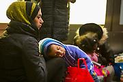 Frankfurt | Germany | 05.09.2015 : In der Nach vom 05. auf den 06. September kommen Fl&uuml;chtlinge mit Z&uuml;gen ins Rhein-Main-Gebiet oder haben hier einen Zwischenstopp auf dem Weg in andere Regionen. Ca. 100 Menschen aus verschiedenen Gruppierungen erwarten die Fl&uuml;chtlinge am Fernbahnhof des Flughafens. Fl&uuml;chtlinge aus einem Zug aus &Ouml;sterreich, die eigentlich bis Ingelheim durchfahren sollten, steigen am Flughafen aus und werden mit Hilfg&uuml;tern versorgt. Ein Teil der Gruppe entscheidet dann, in Frankfurt zu bleiben und wir von der Bundespolizei erfa&szlig;t und dann weiterverteilt.<br /> <br /> hier: Eine Mutter mit ihrem Kind auf dem Bahnsteig<br /> <br /> 20150905<br /> Sascha Rheker<br /> <br /> [Inhaltsveraendernde Manipulation des Fotos nur nach ausdruecklicher Genehmigung des Fotografen. Vereinbarungen ueber Abtretung von Persoenlichkeitsrechten/Model Release der abgebildeten Person/Personen liegt/liegen nicht vor.] [No Model Release | No Property Release]