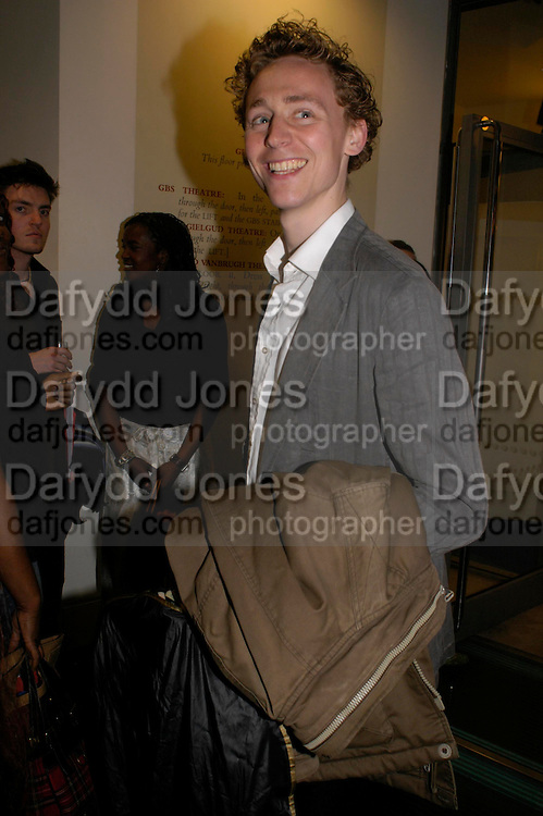Tom Hiddleston. Centenal Rada in aid of the Rada  Student Hardship fund.  RADA Theatre. 17 April 2005. ONE TIME USE ONLY - DO NOT ARCHIVE  © Copyright Photograph by Dafydd Jones 66 Stockwell Park Rd. London SW9 0DA Tel 020 7733 0108 www.dafjones.com