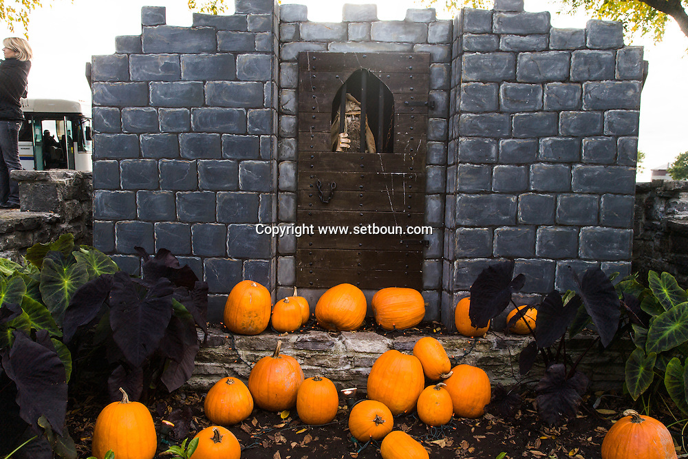 Canada. Quebec. a garden , decorated for haloween in Abraam field   / jardin decore pour Halloween dans la plaine D'abraham. champs de bataille