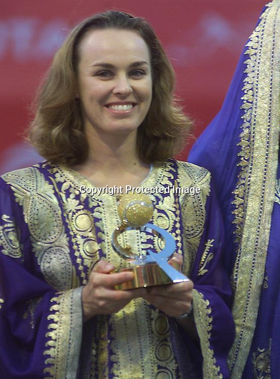 Qatar, Doha, WTA Tornament, Qatar Total Open 2004, Eroeffnungszeremonie, Spielerinnen in traditioneller Kleidung, Martina Hingis (SUI),.01.04.2003,.Foto: Juergen Hasenkopf