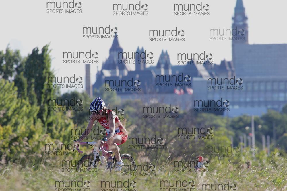 (Ottawa, Canada---10 August 2013)  Sarah Bonner (147)  of Canada (CAN) competing in the 25-29 Female AG International Triathlon Union 2013 World Duathlon Championships (10 km run- 40 km bike- 5km run).