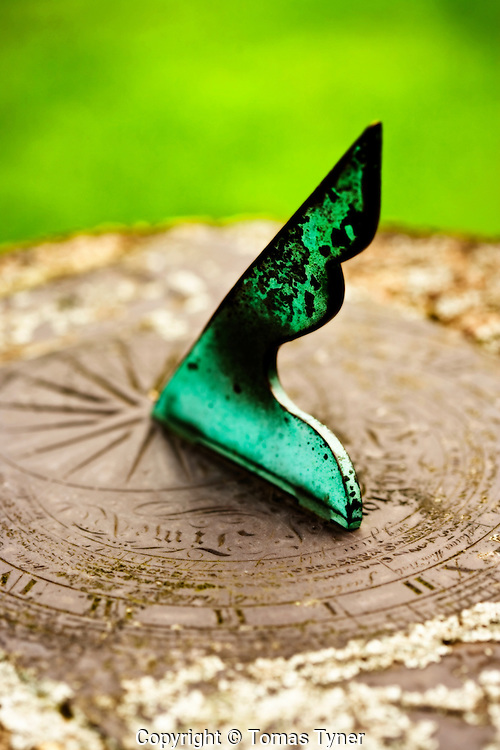 Sundial, green, summer, time, peace, close up, macro, time, passing, rest, end of day, moss, tarnish