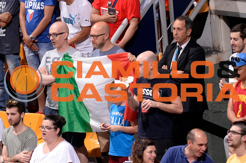 DESCRIZIONE : Bologna Nazionale Italia Uomini Imperial Basketball City Tournament Italia Filippine Italy Philippine<br /> GIOCATORE : tifosi<br /> CATEGORIA : tifosi<br /> SQUADRA : Italia Italy<br /> EVENTO : Imperial Basketball City Tournament<br /> GARA : Bologna Nazionale Italia Uomini Imperial Basketball City Tournament Italia Filippine Italy Philippine<br /> DATA : 26/06/2016<br /> SPORT : Pallacanestro<br /> AUTORE : Agenzia Ciamillo-Castoria/Max.Ceretti<br /> Galleria : FIP Nazionali 2016<br /> Fotonotizia : Bologna Nazionale Italia Uomini Imperial Basketball City Tournament Italia Filippine Italy Philippine