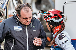Some last minute advice for Carmen Small from Thomas Campana - Women's Gent Wevelgem 2016, a 115km UCI Women's WorldTour road race from Ieper to Wevelgem, on March 27th, 2016 in Flanders, Belgium.