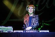 Linea 77 in concerto. Nerviano (Mi), Big Bang Music Fest. DJ set di Giulia Salvi, Virgin Radio. 30 giugno 2015.