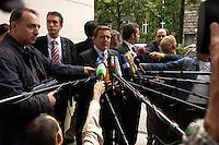 28 AUG 2004, BERLIN/GERMANY:<br /> Gerhard Schroeder, SPD, Bundeskanzler, gibt wartenden Journalisten ein kurzes Statement, vor Beginn der Klausursitzung des SPD Parteivorstandes, vor dem Willy-Brandt-Haus<br /> IMAGE: 20040828-01-024<br /> KEYWORDS: Mikrofon, microphone, Journalist, Journalisten, Pressekonferenz, Gerhard Schröder
