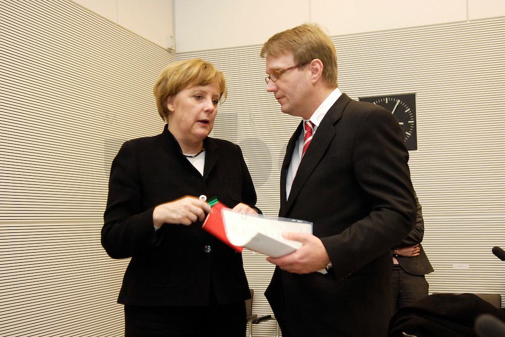 07 FEB 2006, BERLIN/GERMANY:<br /> Angela Merkel (L), CDU, Bundeskanzlerin, und Ronald Pofalla (R), MdB, CDU Generalsekretaer, im Gespraech, vor Beginn der Fraktionssitzung, Deutscher Bundestag<br /> IMAGE: 20060207-01-007<br /> KEYWORDS: Gespr&auml;ch