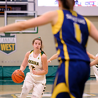 4th year guard, Michaela Kleisinger (2) of the Regina Cougars in action during the Regina Cougars vs Lethbridge game on November 2 at University of Regina. Credit Matte Black Photos/©Arthur Images 2018