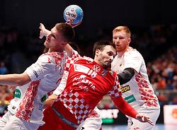 11.01.2020, Stadthalle, Graz, AUT, EHF Euro 2020, Kroatien vs Weißrussland, Gruppe A, im Bild von links Andrei Yurynok (BLR), Igor Karacic (CRO) und Viachaslau Shumak (BLR) // from l to r Andrei Yurynok (BLR) Igor Karacic (CRO) and Viachaslau Shumak (BLR) during the EHF 2020 European Handball Championship, group A match between Croatia and Belarus at the Stadthalle in Graz, Austria on 2020/01/11. EXPA Pictures © 2020, PhotoCredit: EXPA/ Erwin Scheriau