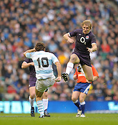 Twickenham, GREAT BRITAIN, Lewis MOODY, comes in high, attempting to block, Horacio AGULLA's clearence kick, during the Investic Challenge Series, England vs Argentina, Autumn International at Twickenham Stadium, Surrey on Sat 14.11.2009 [Photo, Peter Spurrier/Intersport-images]