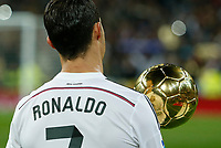 Real Madrid´s Cristiano Ronaldo poses with his 2014 FIFA Golden Ball during Spanish King´s Cup match at Santiago Bernabeu stadium in Madrid, Spain. January 15, 2015. (ALTERPHOTOS/Victor Blanco)