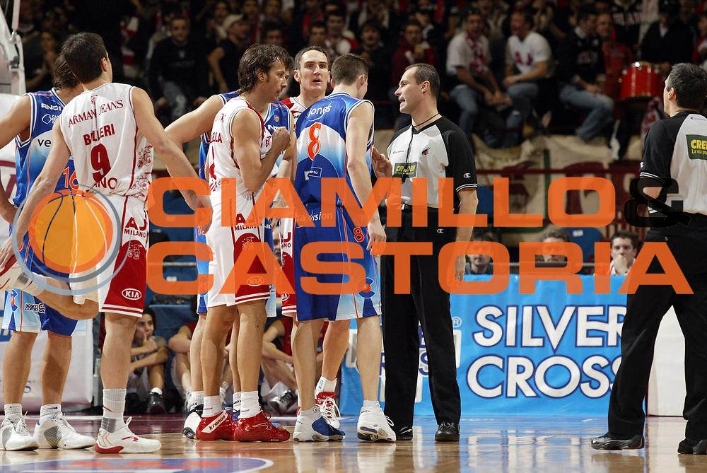 DESCRIZIONE : Milano Lega A1 2005-06 Armani Jeans Olimpia Milano Vertical Vision Cantu<br /> GIOCATORE : Arbitro Coldebella<br /> SQUADRA : Armani Jeans Olimpia Milano<br /> EVENTO : Campionato Lega A1 2005-2006 <br /> GARA : Armani Jeans Olimpia Milano Vertical Vision Cantu<br /> DATA : 12/02/2006 <br /> CATEGORIA : Delusione <br /> SPORT : Pallacanestro <br /> AUTORE : Agenzia Ciamillo-Castoria/G.Cottini