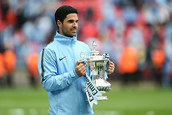 Mikel Arteta with the trophy - Mandatory by-line: Arron Gent/JMP - 18/05/2019 - FOOTBALL - Wembley Stadium - London, England - Manchester City v Watford - Emirates FA Cup Final