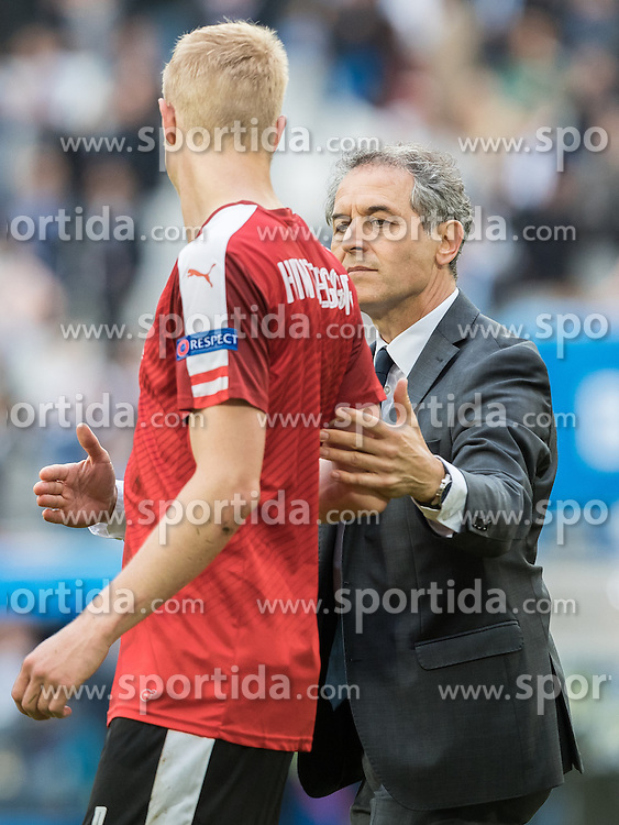 14.06.2016, Stade de Bordeaux, Bordeaux, FRA, UEFA Euro, Frankreich, Oesterreich vs Ungarn, Gruppe F, im Bild Martin Hinteregger (AUT), Coach Marcel Koller (AUT) // Martin Hinteregger (AUT) Coach Marcel Koller (AUT) during Group F match between Austria and Hungary of the UEFA EURO 2016 France at the Stade de Bordeaux in Bordeaux, France on 2016/06/14. EXPA Pictures © 2016, PhotoCredit: EXPA/ JFK